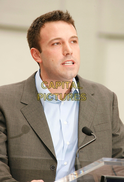 BEN AFFLECK.Speaks at the ceremony where Bruce Willis is honored with the 2,321 Star on The Hollywood Walk of Fame outside Grauman's Chinese Theatre on Hollywood Boulevard, Hollywood, California, USA, 16 October 2006..portrait headshot funny.Ref: ADM/RE.www.capitalpictures.com.sales@capitalpictures.com.©Russ Elliot/AdMedia/Capital Pictures.