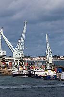 Royaume-Uni, îles Anglo-Normandes, île de Guernesey, Saint Peter Port: le port de commerce // United Kingdom, Channel Islands, Guernsey island, Saint Peter Port: commercial port