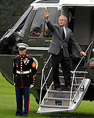 Washington, D.C. - October 6, 2007 -- United States President George W. Bush departs the White House in Washington, D.C. aboard Marine 1 for a week-end at Camp David on Saturday, October 6, 2007. .Credit: Ron Sachs / Pool via CNP