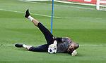 Camp Nou , UEFA Champions League, rueda de prensa previa al partido FC Barcelona - ARsenal FC. En la foto Victor Valdes en el entrenamiento