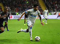 Weston McKennie (FC Schalke 04) setzt sich durch - 11.11.2018: Eintracht Frankfurt vs. FC Schalke 04, Commerzbank Arena, DISCLAIMER: DFL regulations prohibit any use of photographs as image sequences and/or quasi-video.