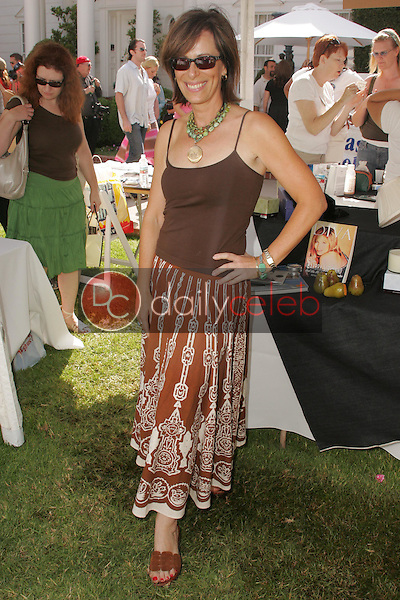 """Jane Kaczmarek<br />at the W Hollywood Yard Sale Presented by Guess benefitting """"Clothes Off Our Back"""". Private Residence, Brentwood, CA. 09-17-05<br />Dave Edwards/DailyCeleb.Com 818-249-4998"""