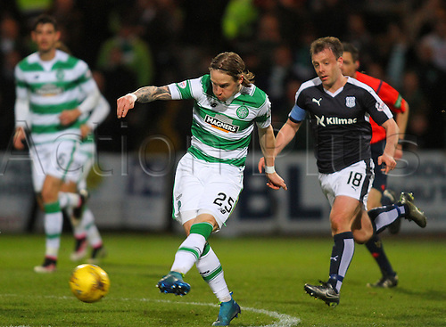 05.04.2016. Dens Park, Dundee, Scotland. Scottish Football Premiership Dundee versus Celtic. Stefan Johansen with a shot on goal