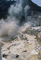 - marble quarries, explosion of a mine....- cave di marmo, esplosione di una mina