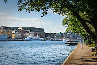 Stockholm ström med Stockholms slott i Gamla stan