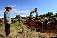 Zambia Chiawa, chinese construction company builds bridge over Kafue river / SAMBIA Chiawa, Chinesische Baufirma baut eine Bruecke ueber den Kafue Fluss