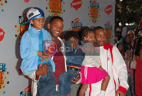 Will Smith and his sons with Ludacris and his daughter<br />at Nickelodeon's 19th Annual Kids' Choice Awards. Pauley Pavilion, Westwood, CA. 04-01-06<br />Dave Edwards/DailyCeleb.com 818-249-4998