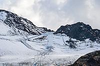 Austria, Tyrol, Kaunertal Valley: ski runs at the end of Kaunertal Glacier Road at Weissseeferner Glacier, due to climate warming parts of the glacier are covered with canvas   Oesterreich, Tirol, Kaunertal in den Ötztaler Alpen: Am Ende der Kaunertaler Gletscherstrasse, Skigebiet am  Weissseeferner, aufgrund der Klimaerwaermung werden Teile des Gletschers im Sommer mit Planen abgedeckt