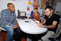 Parma/Italia - Mediatori culturali dell'Onlus CIAC assistono un rifugiato nella compilazione di moduli e per la richiesta di casa, corso italiano e lavoro.<br /> Foto Livio Senigalliesi