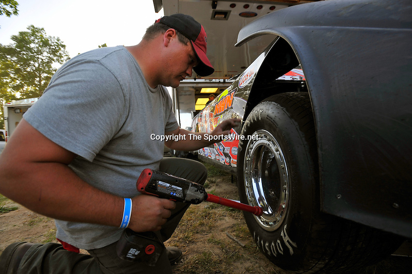May 21, 2009; 8:21:08 PM; West Plains, Mo., USA; The 17th Annual of the Show-Me 100 Lucas Oil Series sanctioned event running at the West Plains Motor Speedway.  Mandatory Credit: (thesportswire.net)
