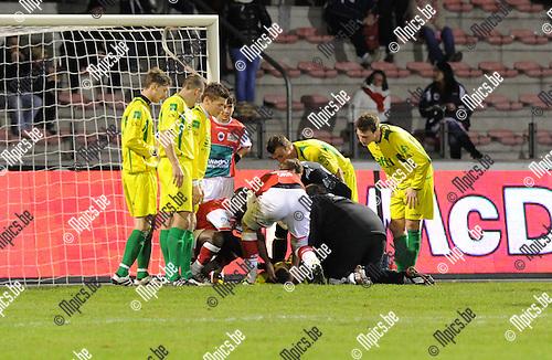 11-12-10 / Voetbal / seizoen 2011-2012 / R. Antwerp FC - St. Wetteren / Bruno Camacho (Wetteren) moest worden afgevoerd..Foto: Mpics.be