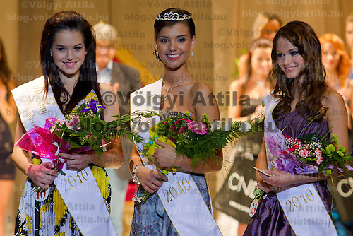 Klaudia Bernath (left) placed second, Bianka Dezsanyi (center) placed first and Bettina Balavaider (right) placed third on the Teen Miss Hungary 2010 beauty contest held in Budapest, Hungary on November 29, 2010. ATTILA VOLGYI