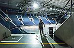 Stockholm 2014-01-08 Ishockey SHL AIK - Lule&aring; HF :  <br />  St&auml;dare sopar upp skr&auml;p vid en l&auml;ktarg&aring;ng p&aring; Hovet efter matchen<br /> (Foto: Kenta J&ouml;nsson) Nyckelord:  inomhus interi&ouml;r interior