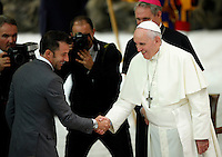 L'ex calciatore della Juventus Alessandro Del Piero saluta Papa Francesco durante l'incontro in occasione della Partita Interreligiosa per la Pace in programma allo stadio Olimpico di Roma, in Aula Paolo VI, Citta' del Vaticano, 1 settembre 2014.<br /> Juventus football team's former player Alessandro Del Piero greets Pope Francis during the meeting ahead of the Inter-religious football Match for Peace scheduled at Rome's Olympic stadium, at the Paul VI hall, Vatican, 1 September 2014.<br /> UPDATE IMAGES PRESS/Isabella Bonotto<br /> <br /> STRICTLY ONLY FOR EDITORIAL USE