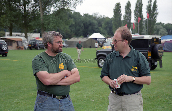 Phil Bashall of Dunsfold Landrovers (DLR) and Editor Carl Rodgerson of Land Rover Owner Magazine at the Billing LRO Show 1999, England, UK, Great Britain. --- No releases available. Automotive trademarks are the property of the trademark holder, authorization may be needed for some uses.