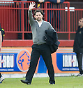 Alloa manager Paul Hartley at the end of the game ...
