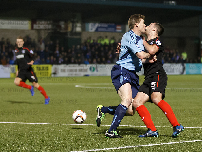 Darren Dods runs into Lee Wallace in the box