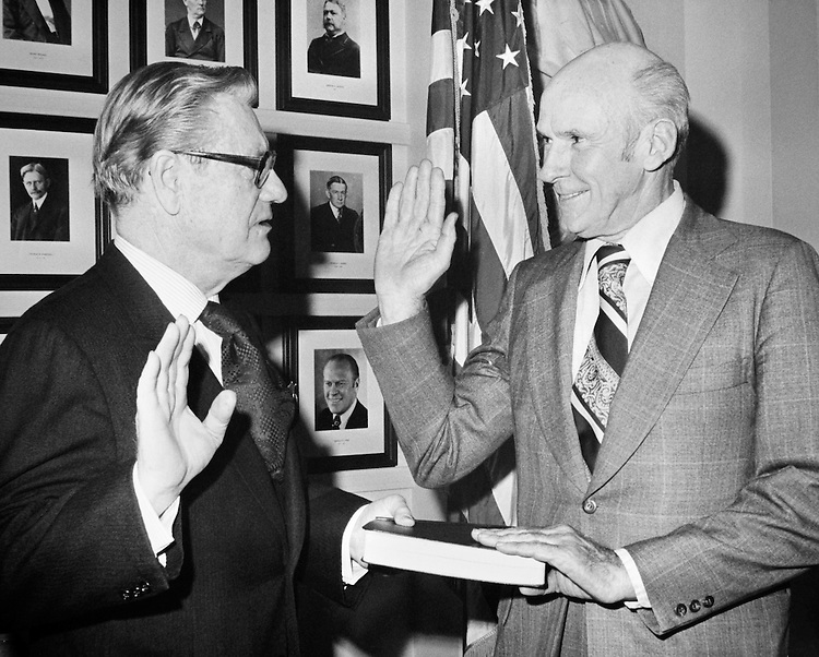 Sen. Alan Cranston, D-Calif. taking oath in 1992. (Photo by CQ Roll Call)