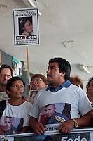 BUENOS AIRES, ARGENTINA, 22 DE JANEIRO 2013 - 1 ANO ACIDENTE DE TREM EM BUENOS AIRES - 11 meses após o acidente de trem que, em 22 de fevereiro de 2102, deixou 51 mortos e mais de 700 feridos, parentes e amigos das vítimas se reúnem no local do acidente para se lembrar deles. A declaração foi lida celebrando decisão o juiz federal Claudio Bonadio de tomar a tribunal todos os acusados, em forma de coração e fichas de leitura Justiça foram deixados no memorial erguido na estação. (FOTO: PATRICIO MURPHY / BRAZIL PHOTO PRESS).