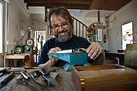 Europe/France/Aquitaine/64/Pyrénées-Atlantiques/Pays-Basque/Anglet: Christophe Lauduique, coutelier , fabricant de couteaux basques