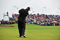 Shane Lowry chips onto the 18th green during the Final Round of the 3 Irish Open on 17th May 2009 (Photo by Eoin Clarke/GOLFFILE)