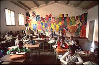 Mozambico, alunni  di una scuola primaria a Maputo