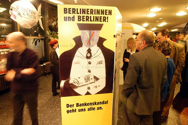 Ausstellung zum Berliner Bankenskandal<br /> Mit einer Ausstellung zum sogenannten Berliner Bankenskandal informieren die Initiativen &quot;Buerger gegen den Bankenskandal&quot; und &quot;Initiative Berliner Bankenskandal&quot; sowie der &quot;Bund der Steuerzahler&quot; vom 13. Maerz bis 15. April 2005 in der Berliner Urania ueber die Geschichte und die verschleppte Aufklaerung des groessten deutschen Bankenskandals seit 1945.<br /> 13.3.2005, Berlin<br /> Copyright: Christian-Ditsch.de<br /> [Inhaltsveraendernde Manipulation des Fotos nur nach ausdruecklicher Genehmigung des Fotografen. Vereinbarungen ueber Abtretung von Persoenlichkeitsrechten/Model Release der abgebildeten Person/Personen liegen nicht vor. NO MODEL RELEASE! Nur fuer Redaktionelle Zwecke. Don't publish without copyright Christian-Ditsch.de, Veroeffentlichung nur mit Fotografennennung, sowie gegen Honorar, MwSt. und Beleg. Konto: I N G - D i B a, IBAN DE58500105175400192269, BIC INGDDEFFXXX, Kontakt: post@christian-ditsch.de<br /> Bei der Bearbeitung der Dateiinformationen darf die Urheberkennzeichnung in den EXIF- und  IPTC-Daten nicht entfernt werden, diese sind in digitalen Medien nach &sect;95c UrhG rechtlich geschuetzt. Der Urhebervermerk wird gemaess &sect;13 UrhG verlangt.]