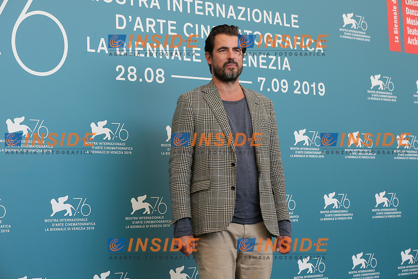 "VENICE, ITALY - SEPTEMBER 07: Claes Bang attends ""The Burnt Orange Heresy"" photocall during the 76th Venice Film Festival at Sala Grande on September 07, 2019 in Venice, Italy. (Photo by Mark Cape/Insidefoto)<br /> Venezia 07/09/2019"