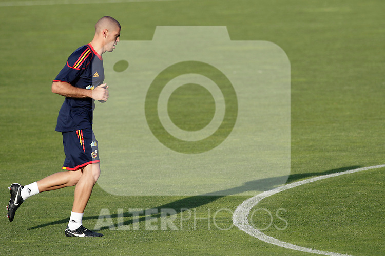 MADRID (24/05/09).- The Spanish Soccer national team has officially begun their hunt for the championship, arriving in the Madrid municipality of Las Rozas to begin preparing for South Africa World Cup.  Victor Valdes...PHOTO: Cesar Cebolla / ALFAQUI