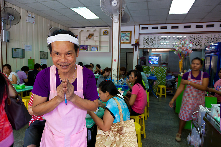 Noodle shop on Phra Ar-Thit Road