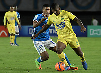 BOGOTA - COLOMBIA -04 -06-2017: Harold Santiago Mosquera (Izq) jugador de Millonarios disputa el balón con Marlon Torres (Der) jugador de Atlético Bucaramanga durante partido de vuelta  partido de vuelta por los cuadrangulares finales de la Liga Aguila I 2017 jugado en el estadio Nemesio Camacho El Campin de la ciudad de Bogota. / Harold Santiago Mosquera (L) player of Millonarios fights for the ball with Marlon Torres (R) player of Atletico Bucaramanga during secong leg match for the final quadrangulars of the Liga Aguila I 2017 played at the Nemesio Camacho El Campin Stadium in Bogota city. Photo: VizzorImage / Gabriel Aponte / Staff.