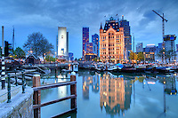 Pays-Bas, Hollande Méridionale, Rotterdam, Oude Haven ou le Vieux Port le soir et la Maison Blanche ou Witte Huis // Netherlands, South Holland, Rotterdam, Oude Haven or the Old Port at night and the White House or Witte Huis