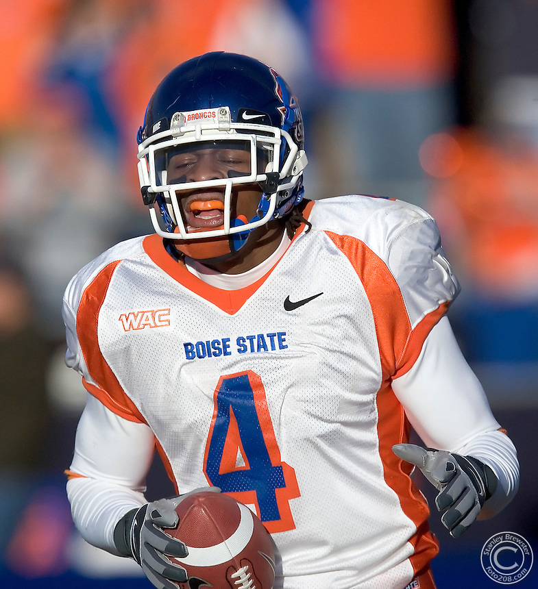 11-25-06Reno, NV Boise Ste Broncos vs. the Nevada Wolf Pack. Boise State defeated Nevada 38-7 to finish the regular season 12-0 (8-0 WAC) and earn a  berth in a BCS bowl.
