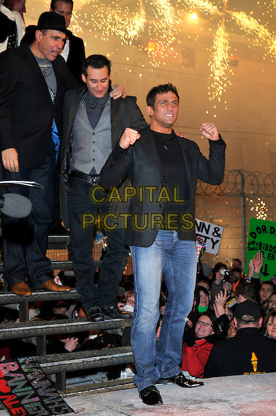 VINNIE JONES, DANE BOWERS, ALEX REID.Leaving The Big Brother House, Celebrity Big Brother Final 2010, Borehamwood, Hertfordshire, UK.29th January 2010.final BB CBB winner  full length black hat hand fists gesture grey gray jacket blazer pinstripe jeans t-shirt  waistcoat steps stairs .CAP/PL.©Phil Loftus/Capital Pictures.