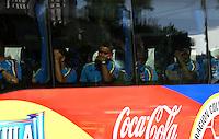 BARRANQUILLA - COLOMBIA - 09-10-2016: Los jugadores de la Selección Colombia salen del Hotel hacia el entreno en Barranquilla. El equipo colombiano se prepara en Barranquilla para el partido contra el seleccionado de Uruguay el 11 de Octubre, partido clasificatorio a la Copa Mundial de la FIFA Rusia 2018. / The players of Colombia Team leave the Hotel, go to training in Barranquilla. Colombia team prepares in Barranquilla for the match against the national team of Uruguay on October 11, qualifying for the World Cup 2018 match Russia. Photo: VizzorImage / Luis Ramirez/ Staff
