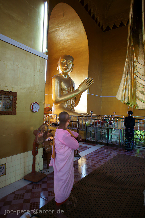 According to legend, Buddha himself, accompagnied by his disciple Ananda,  climbed the hill and pointed in the direction of the palace and prophecied, that there will be a great city  2400 years after the beginning of his teaching. King Mindon built this city 1857  to fullfill the prophecy