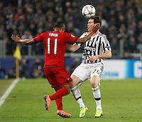 Calcio, andata degli ottavi di finale di Champions League: Juventus vs Bayern Monaco. Torino, Juventus Stadium, 23 febbraio 2016. <br /> Bayern&rsquo;s Douglas Costa, left, and Juventus&rsquo; Stephan Lichsteiner fight for the ball during the Champions League round of 16 first leg soccer match between Juventus and Bayern at Turin's Juventus Stadium, 23 February 2016.<br /> UPDATE IMAGES PRESS/Isabella Bonotto