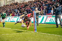 Picture by Allan McKenzie/SWpix.com - 26/04/2018 - Rugby League - Betfred Super League - Salford Red Devils v St Helens - AJ Bell Stadium, Salford, England - St Helens's Regan Grace dives in the corner to score a try against Salford.