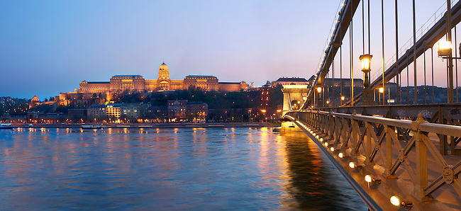 Chain bridge and catle at sunset - Budapest - Hungary