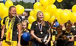 DEN BOSCH - Maartje Paumen  en manager Pauline Jansen ,    na  de finale van de EuroHockey Club Cup, Den Bosch-UHC Hamburg (2-1) . COPYRIGHT  KOEN SUYK