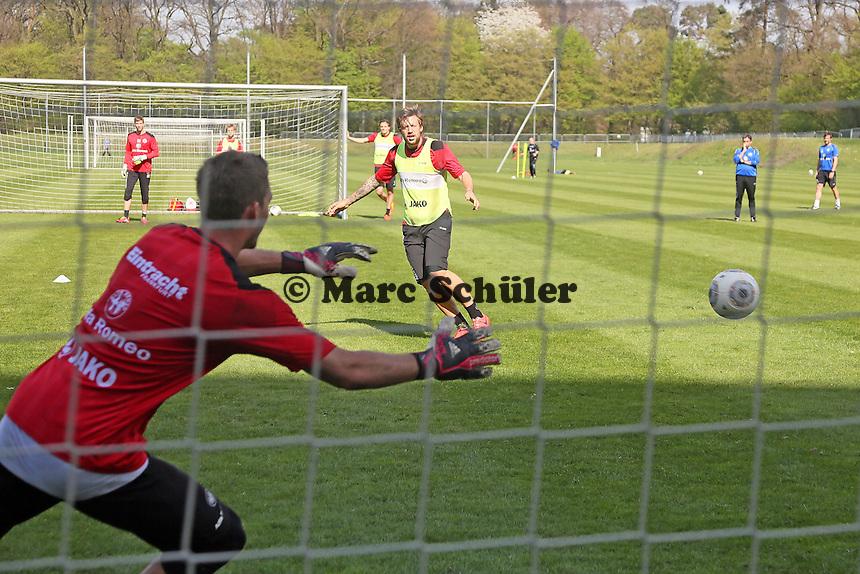 Marco Russ gegen Kevin Trapp - Eintracht Frankfurt Training
