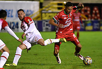 TUNJA -COLOMBIA, 11-09-2016. Mauricio  Gómez (Der.)  jugador de Patriotas FC disputa el balón con Jonathan  Gómez   (Izq). del Independiente Santa Fe  durante encuentro  por la fecha 11 de la Liga Aguila II 2016 disputado en el estadio de  La Independencia./ Mauricio  Gómez  (R) player of Patriotas FC fights for the ball with Jonathan  Gómez (L) player of Indendiente Santa Fe  during match for the date 11 of the Aguila League II 2016 played at La Independencia  stadium . Photo:VizzorImage / César Melgarejo   / Cont