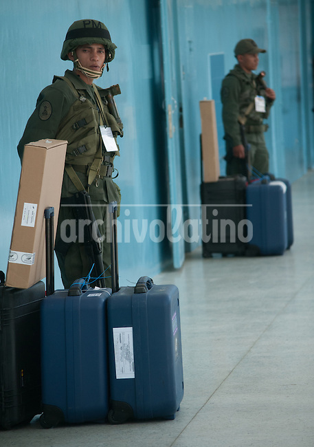 .A picture dated 03/10/11 shows republic plan soldiers, guarding voting machines in a polling station in Caracas, Venezuela ,for the upcoming presidential elections on October 7. President Hugo Chavez will try to get his fourth term in office