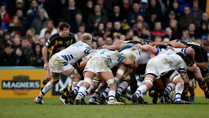 Photo: Richard Lane/Richard Lane Photography..London Wasps v Bath Rugby. Guinness Premiership. 29/12/2007. .Scrum.