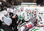 Stockholm 2015-01-06 Bandy Elitserien Hammarby IF - V&auml;ster&aring;s SK :  <br /> V&auml;ster&aring;s tr&auml;nare Michael Carlsson i aktion i en timeout med V&auml;ster&aring;s spelare under matchen mellan Hammarby IF och V&auml;ster&aring;s SK <br /> (Foto: Kenta J&ouml;nsson) Nyckelord:  Elitserien Bandy Zinkensdamms IP Zinkensdamm Zinken Hammarby Bajen HIF V&auml;ster&aring;s VSK tr&auml;nare manager coach timeout diskutera argumentera diskussion argumentation argument discuss