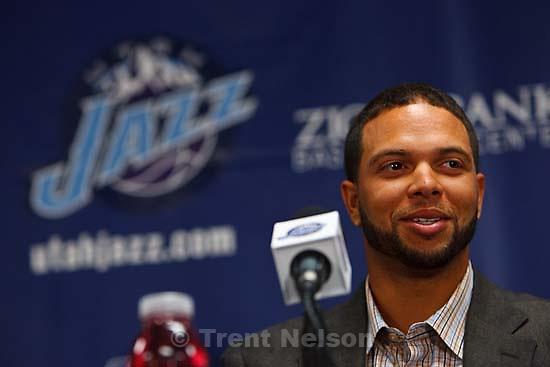 Salt Lake City - Utah Jazz point guard Deron Williams signed a multi-year contract extension with the team Friday, July 18..; 7.18.2008