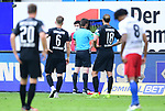 Schiedsrichter Frank Willenborg schaut sie Szene zum Foul an<br /> Hamburg, 28.06.2020, Fussball 2. Bundesliga, Hamburger SV - SV Sandhausen<br /> Foto: Tim Groothuis/Witters/Pool//via nordphoto<br />  DFL REGULATIONS PROHIBIT ANY USE OF PHOTOGRAPHS AS IMAGE SEQUENCES AND OR QUASI VIDEO<br /> EDITORIAL USE ONLY<br /> NATIONAL AND INTERNATIONAL NEWS AGENCIES OUT