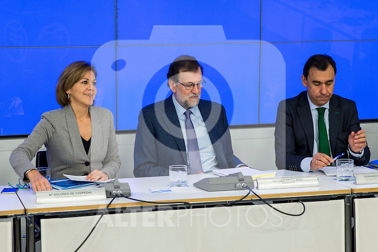 Spain's Maria Dolores de Cospedal (L), Fernando Martinez Maillo (R) and  Prime Minister, Mariano Rajoy (C) presides the Popular Party's national executive committee in Madrid, Spain. January  14, 2017. (ALTERPHOTOS/Rodrigo Jimenez)
