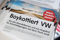 """Pressekonferenz der Kampagne """"Boykottiert VW"""" am Donnerstag den 5. Januar 2017.<br /> Die Kampagne, initiiert vom Berliner Prof. Peter Gottian, will den VW-Konzern dazu bringen fuer die Schaeden durch den Abgasskandal an den Kunden und der Umwelt einzustehen und zu haften.<br /> An der Pressekonferenz nahm auch der ein Vertreter der Umweltorganisation BUND.<br /> 5.1.2017, Berlin<br /> Copyright: Christian-Ditsch.de<br /> [Inhaltsveraendernde Manipulation des Fotos nur nach ausdruecklicher Genehmigung des Fotografen. Vereinbarungen ueber Abtretung von Persoenlichkeitsrechten/Model Release der abgebildeten Person/Personen liegen nicht vor. NO MODEL RELEASE! Nur fuer Redaktionelle Zwecke. Don't publish without copyright Christian-Ditsch.de, Veroeffentlichung nur mit Fotografennennung, sowie gegen Honorar, MwSt. und Beleg. Konto: I N G - D i B a, IBAN DE58500105175400192269, BIC INGDDEFFXXX, Kontakt: post@christian-ditsch.de<br /> Bei der Bearbeitung der Dateiinformationen darf die Urheberkennzeichnung in den EXIF- und  IPTC-Daten nicht entfernt werden, diese sind in digitalen Medien nach §95c UrhG rechtlich geschuetzt. Der Urhebervermerk wird gemaess §13 UrhG verlangt.]"""