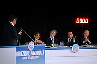 Il Presidente della Camera dei Deputati Gianfranco Fini, a sinistra, parla durante la Direzione Nazionale del Popolo della Liberta' (PdL), a Roma, 22 aprile 2010, davanti al Presidente del Consiglio Silvio Berlusconi, secondo da destra, e ai coordinatori nazionali Ignazio La Russa, secondo da sinistra, Denis Verdini, al centro, e Sandro Bondi..Lower Chamber speaker Gianfranco Fini, left, speaks as Italian Premier Silvio Berlusconi, second from right, flanked by party's coordinators Ignazio La Russa, second from left, Denis Verdini, center, and Sandro Bondi, gestures during the National Direction of the People of Freedom (PdL) center-right party in Rome, 22 april 2010..UPDATE IMAGES PRESS/Riccardo De Luca